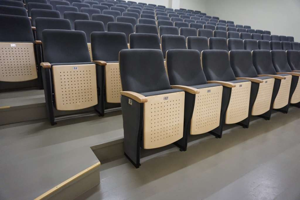 Chairs auditorines kedes